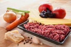 Ingredientes para el espagueti boloñés Imagenes de archivo