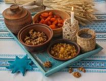 Ingredientes para el kutia Muchos ornamentos y regalos del día de fiesta Imagen de archivo libre de regalías