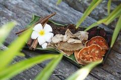 Ingredientes para el masaje y el balneario del aroma Foto de archivo libre de regalías