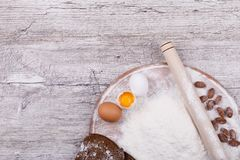 Ingredientes para el pan de la hornada imagen de archivo