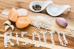 Ingredientes para el risotto con las conchas de peregrino imagenes de archivo