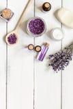 Ingredientes para a fabricação de cosméticos naturais com opinião superior da alfazema Imagem de Stock
