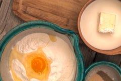 Ingredientes para hacer el pan Imagen de archivo libre de regalías