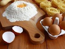 Ingredientes para hacer las pastas. imágenes de archivo libres de regalías