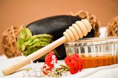 Ingredientes para la mermelada de la berenjena y de la miel Foto de archivo libre de regalías