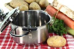 Ingredientes para la sopa de patata fotos de archivo libres de regalías