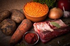 Ingredientes para la sopa de verduras de Turquía con las lentejas rojas, mintiendo encendido imágenes de archivo libres de regalías