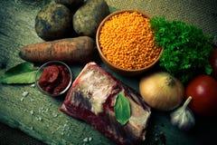 Ingredientes para la sopa de verduras de Turquía con las lentejas rojas, mintiendo encendido Fotos de archivo libres de regalías