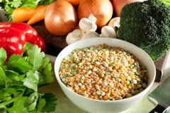 Ingredientes para la sopa vegetal imágenes de archivo libres de regalías