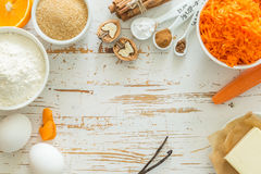Ingredientes para la torta de zanahoria que cuece Imagenes de archivo