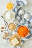 Ingredientes para la torta de zanahoria que cuece Imagen de archivo libre de regalías