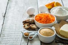 Ingredientes para la torta de zanahoria que cuece Fotografía de archivo libre de regalías