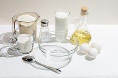 Ingredientes para las crepes fotografía de archivo