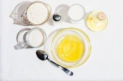 Ingredientes para las crepes, blini imagen de archivo