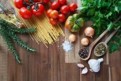 Ingredientes para los platos italianos de las pastas Fotografía de archivo libre de regalías