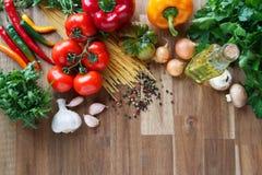 Ingredientes para los platos italianos de las pastas Foto de archivo
