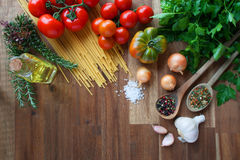 Ingredientes para los platos italianos de las pastas Foto de archivo libre de regalías
