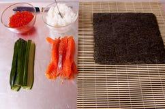 Ingredientes para los rodillos de sushi Imagen de archivo libre de regalías