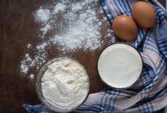 Ingredientes para a massa de pão Imagem de Stock Royalty Free
