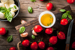 Ingredientes para o alimento italiano foto de stock
