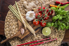 Ingredientes para o alimento tailandês, nardo, gengibre, alho, cocktail Imagens de Stock