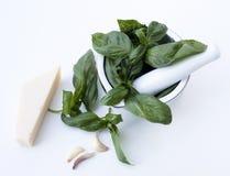 Ingredientes para o alla do Pesto Genovese - manjericão, Parmesão, alho, o Fotos de Stock