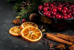 Ingredientes para o cozimento e as bebidas do Natal Fotos de Stock Royalty Free