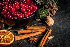 Ingredientes para o cozimento e as bebidas do Natal Foto de Stock
