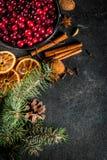 Ingredientes para o cozimento e as bebidas do Natal Fotos de Stock