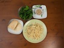 Ingredientes para o molho do pesto Imagem de Stock Royalty Free