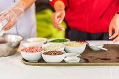 Ingredientes para pratos vietnamianos, Hanoi, Vietname Copie o espaço para o texto fotos de stock