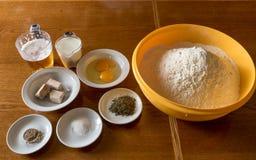 Ingredientes para a preparação da pizza Imagem de Stock Royalty Free