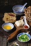 Ingredientes para ramen asiáticos da sopa Fotos de Stock