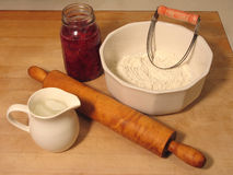 Ingredientes para uma torta da cereja Fotos de Stock Royalty Free