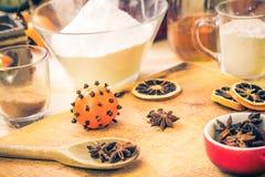 Ingredientes preparados para el pan de jengibre de la Navidad Imágenes de archivo libres de regalías