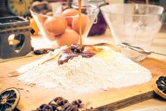 Ingredientes preparados para el pan de jengibre de la Navidad Fotos de archivo