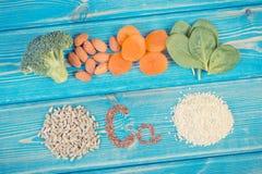 Ingredientes que contienen el calcio y la fibra dietética, nutrición sana fotografía de archivo libre de regalías