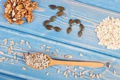 Ingredientes que contienen los minerales naturales, el cinc y la fibra dietética, concepto de nutrición sana fotos de archivo libres de regalías