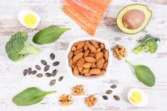 Ingredientes que contienen Omega 3 ácidos, grasas y fibra no saturada, forma de vida sana, nutrición y concepto ácido de la dieta fotografía de archivo libre de regalías