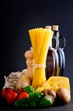 Ingredientes sanos de las pastas Imágenes de archivo libres de regalías