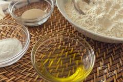 Ingredientes saudáveis preparados cozinhando fotografia de stock