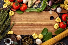 Ingredientes tradicionais da culinária italiana Imagens de Stock