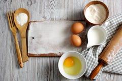Ingredientes y herramientas de la cocina Foto de archivo libre de regalías