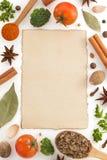 Ingredienti alimentari e carta su bianco Fotografia Stock Libera da Diritti