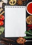 Ingredienti alimentari e libro di ricetta fotografia stock