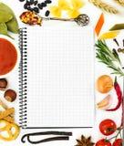 Ingredienti alimentari e libro di ricetta immagini stock