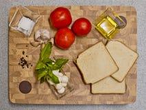 Ingredienti alimentari, pane tostato con le verdure Immagini Stock Libere da Diritti