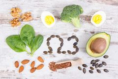 Ingredienti che contengono Omega 3 acidi, grassi e fibra insatura, stile di vita sano, nutrizione e concetto acido di dieta Immagine Stock