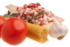 Ingredienti crudi per Amatriciana fotografia stock