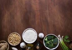 Ingredienti crudi, verdure e dadi dell'alimento cinese Fotografia Stock Libera da Diritti